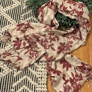 ⭐️3/$15⭐️ Ashley Cooper Floral Scarf